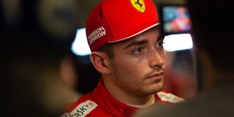 V závodě budu riskovat, prozradil Leclerc