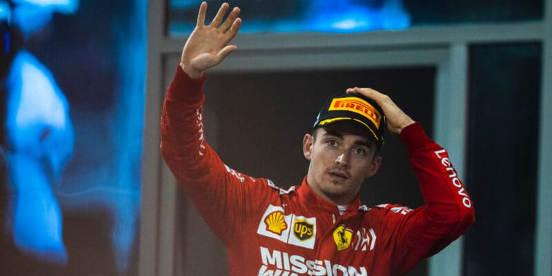 Leclerc rozdrtil konkurenci, virtuální závod ovládl stylem start-cíl