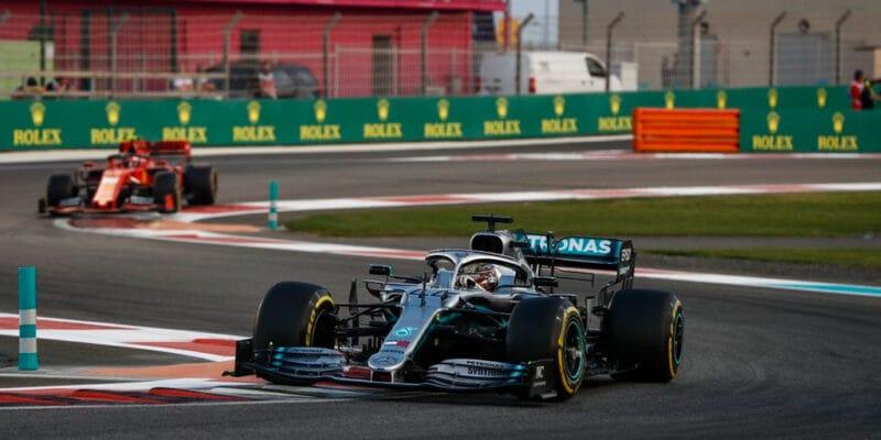 V posledním závodě sezóny 2019 dominoval Hamilton