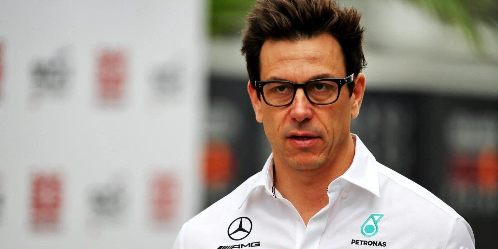 Wolff naznačil setrvání u Mercedesu