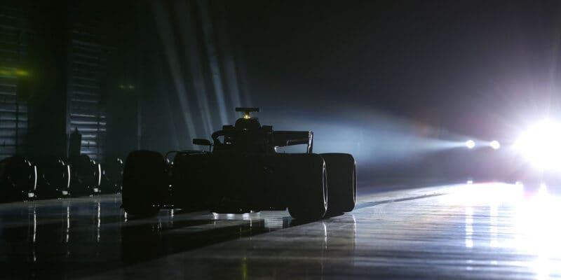 Valentýn ve znamení stříbrných šípů: Mercedes představí monopost W11