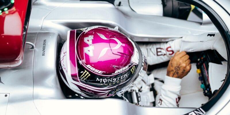 """Hamilton chce pro novou éru F1 """"lepší pneumatiky"""""""