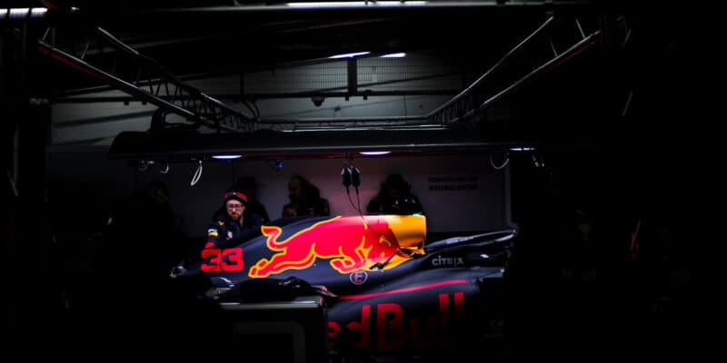 Max Verstappen poprvé řídil RB16