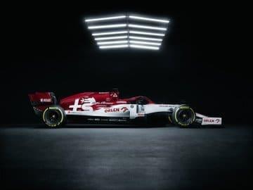 Startovní pole je kompletní, Alfa Romeo představila vůz