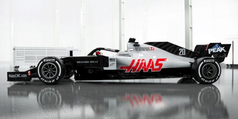 Haas znovu všem vypálil rybník, jako první ukázal nové auto