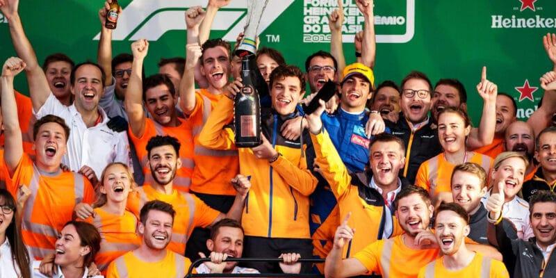Izolovaní členové McLarenu se vrátí domů