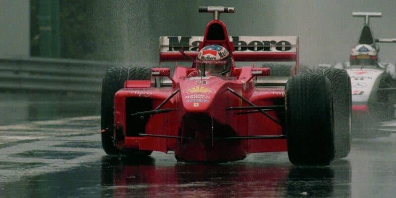 Chybí vám F1? Záznamy dvou velkých závodů už dnes večer