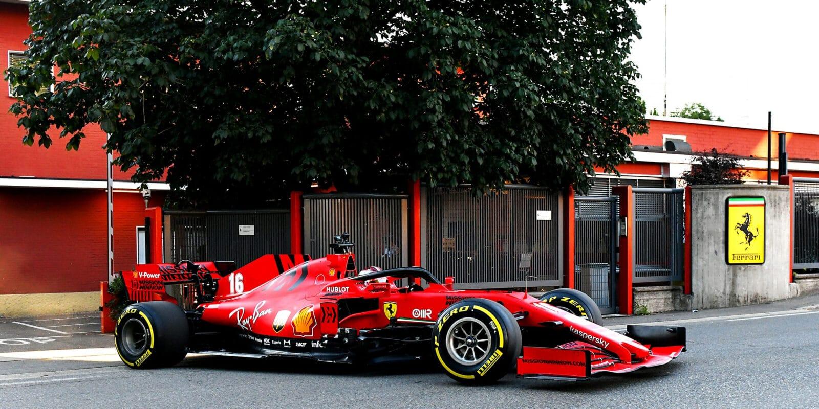 Leclerc probudil místní, projel se po ulicích Maranella