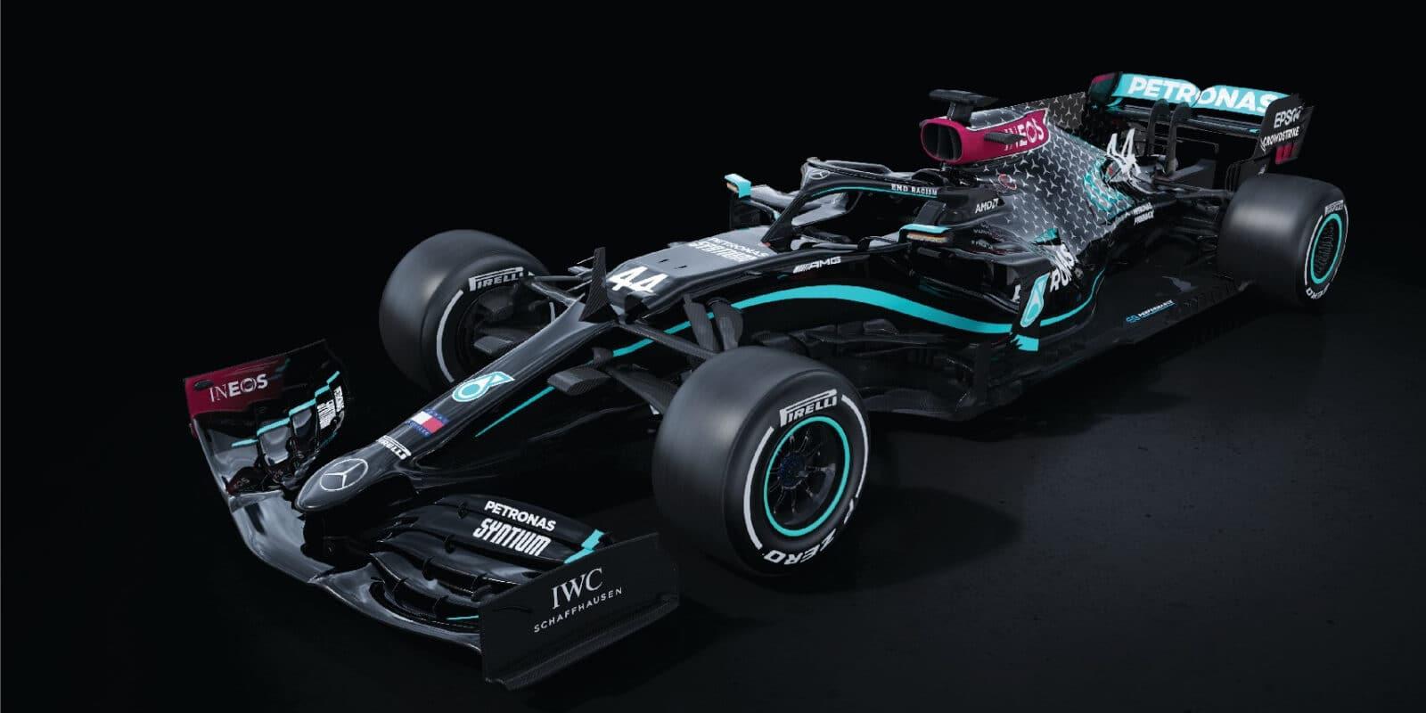 Nejen Williams, zbarvení mění i Mercedes