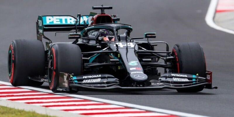 Pole position si v Maďarsku vyjel Lewis Hamilton