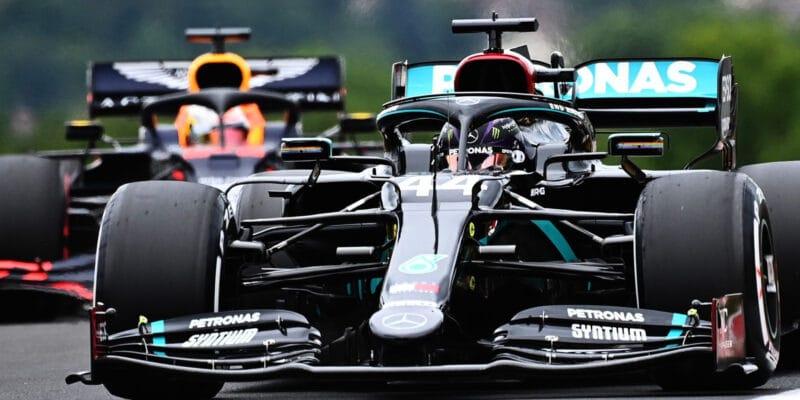 Lewis Hamilton očekává těsnější kvalifikaci