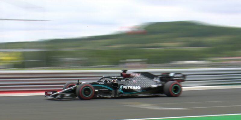 FP1: Mercedesy nejrychlejší, Gasly bez zajetého času