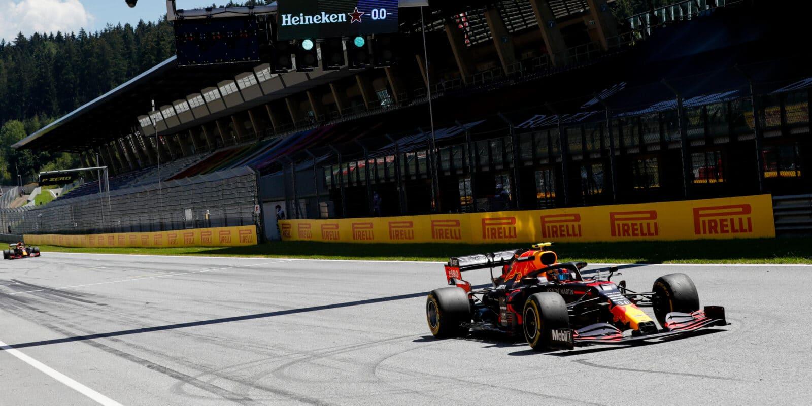 FP2: Nejrychlejší Verstappen, Ricciardo skončil v bariéře