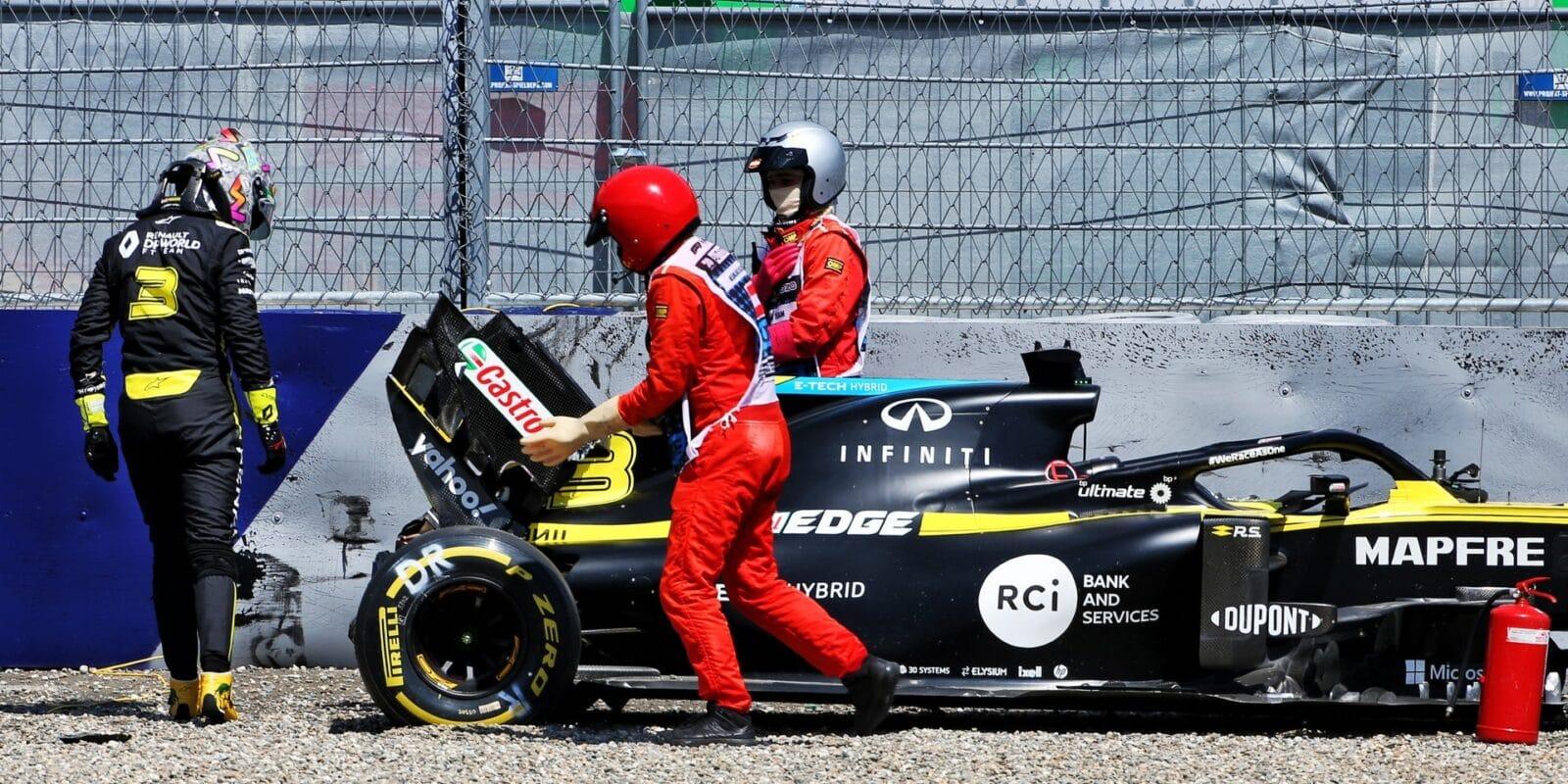 Ricciarda bolelo po nehodě v druhém tréninku koleno