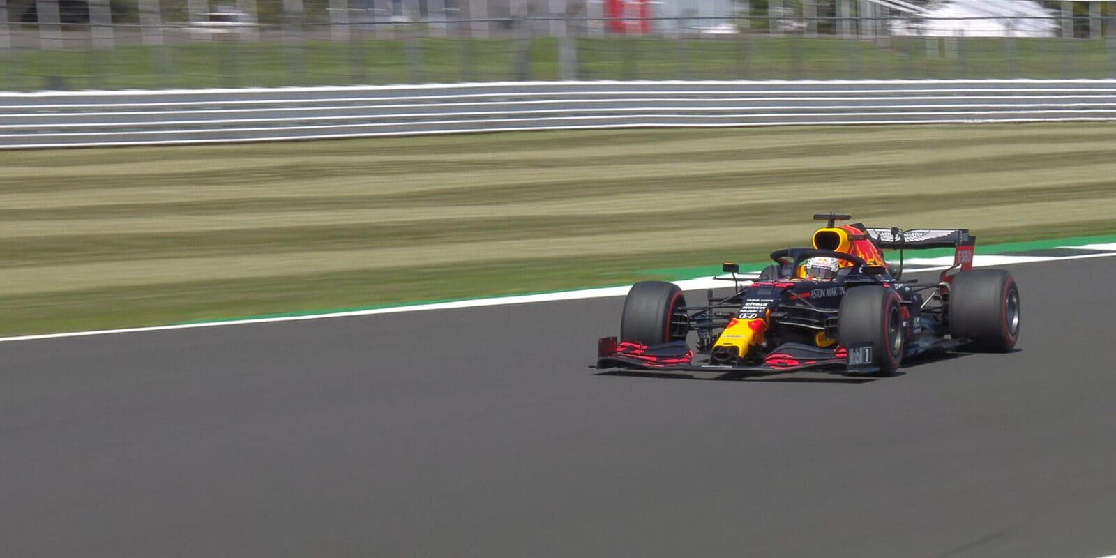 První trénink na Silverstonu ovládl Max Verstappen