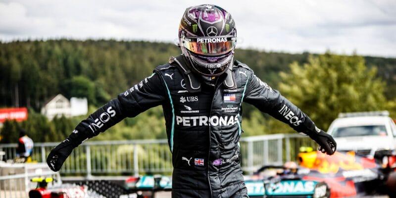 Suverénní Hamilton bere 93. pole position, Ricciardo ve 2. řadě