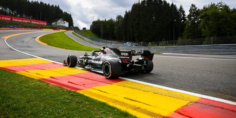 Prvnímu tréninku ve Spa dominovali jezdci Mercedesu