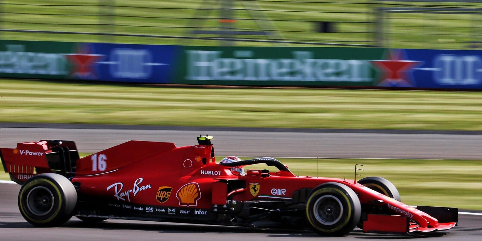 Vettel se trápil, Leclerc měl obrovské štěstí