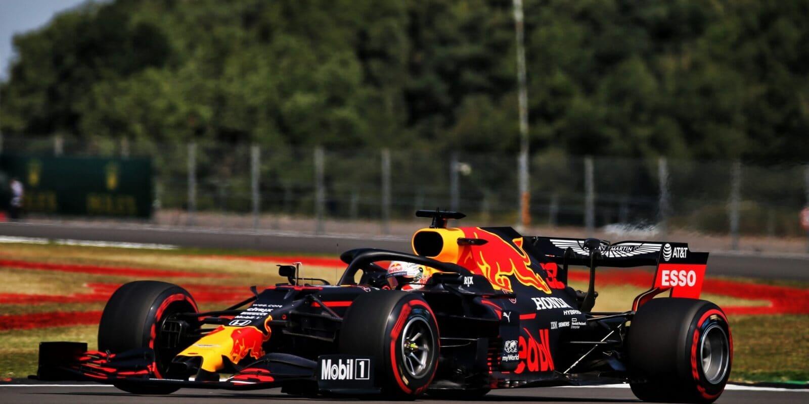 Mercedes poražen! VC 70. výročí F1 vyhrál Verstappen