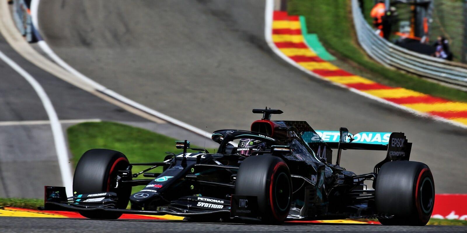 Hamilton vyrovnal Räikkönena, počtvrté kraloval Spa