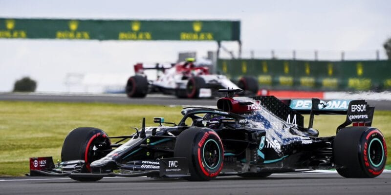 Mercedes v kvalifikaci zničil všechny své soupeře