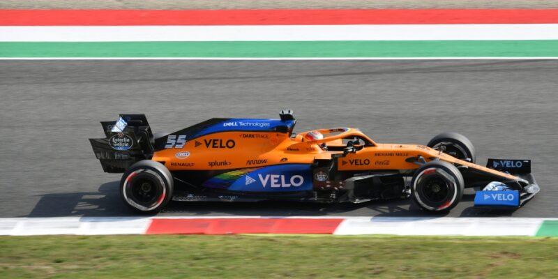 Pokles formy McLarenu je špatný vtip, říká Sainz
