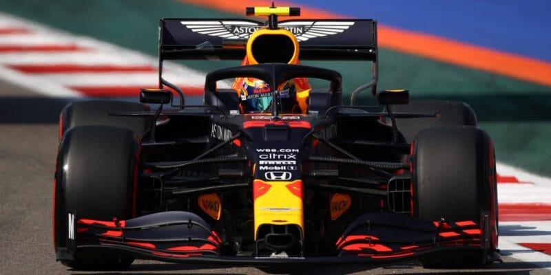 Albon opět ztrácel, Verstappen ho překonal o více než sekundu