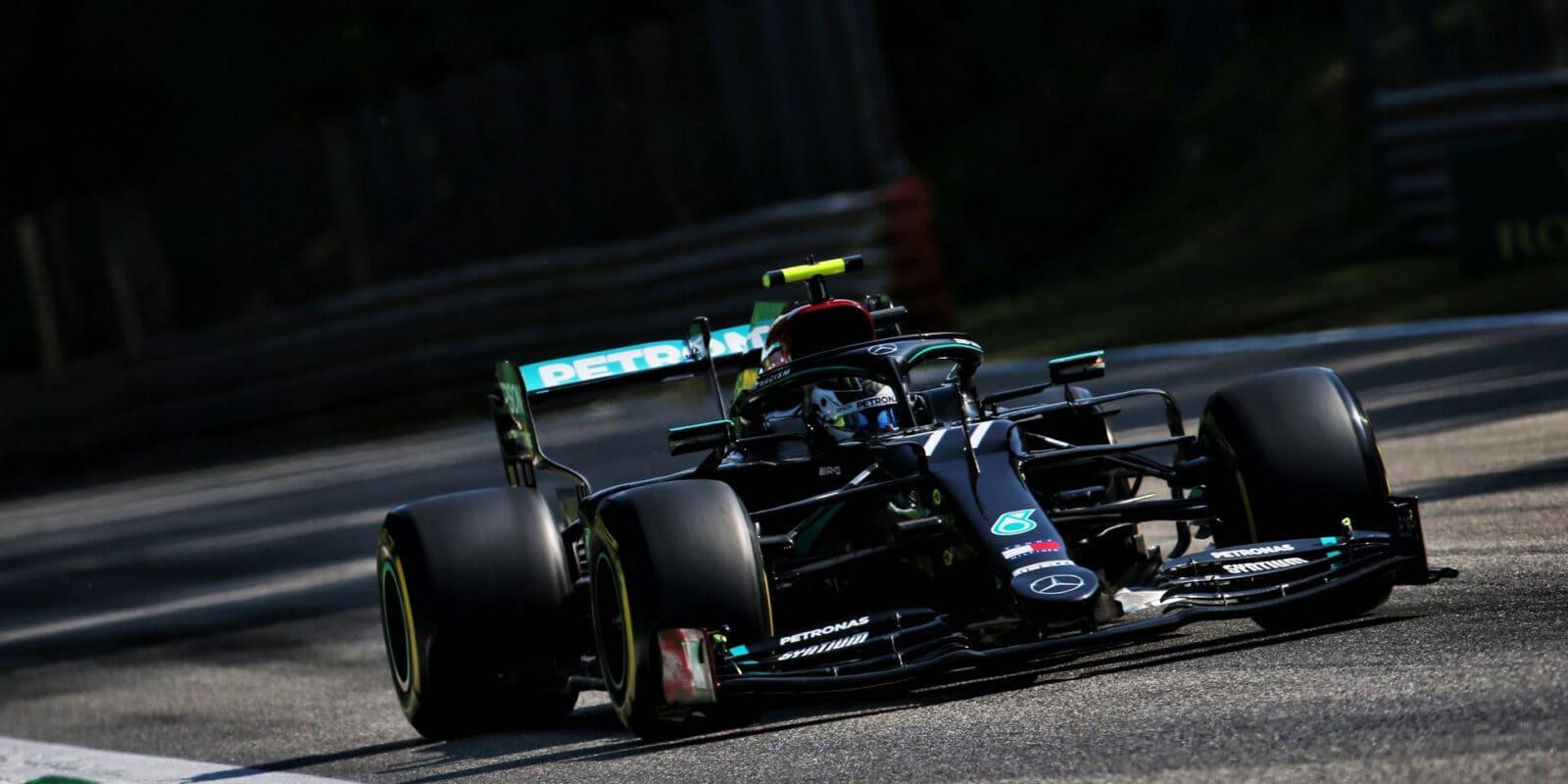 Chrám rychlosti patřil dopoledne Mercedesu