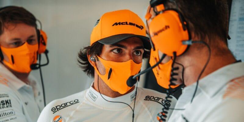 Sainz nadále součástí technických záležitostí v McLarenu