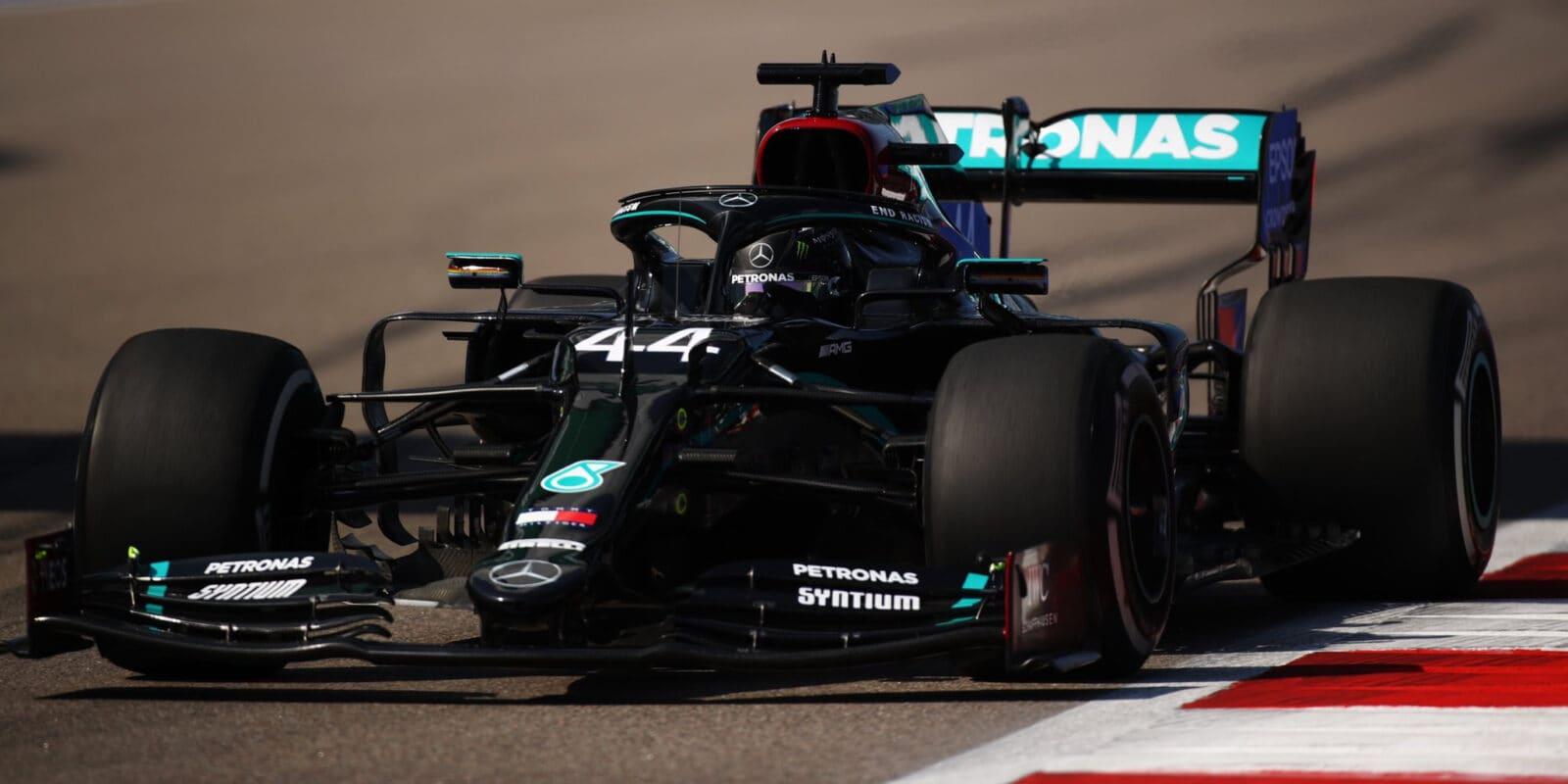 Kvalifikaci na VC Ruska ovládl Lewis Hamilton