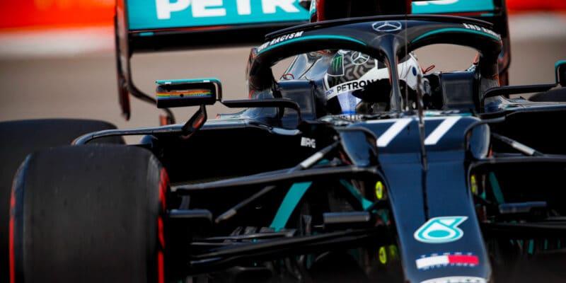 VC Ruska vyhrál Bottas, Hamilton dostal dvě penalizace