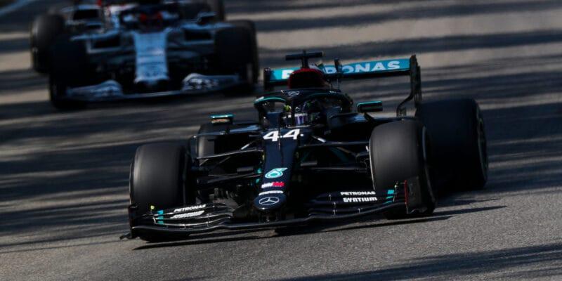 V FP2, v domovině Ferrari, nejrychlejší Hamilton