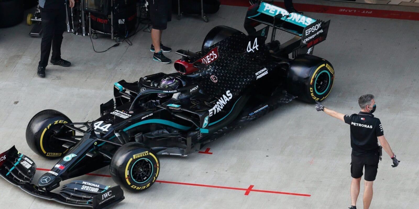 Poklidný třetí trénink patřil Hamiltonovi