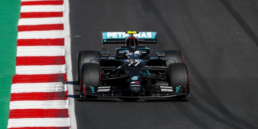 Mercedes vysvětlil, proč chtěl Bottase na tvrdých pneumatikách
