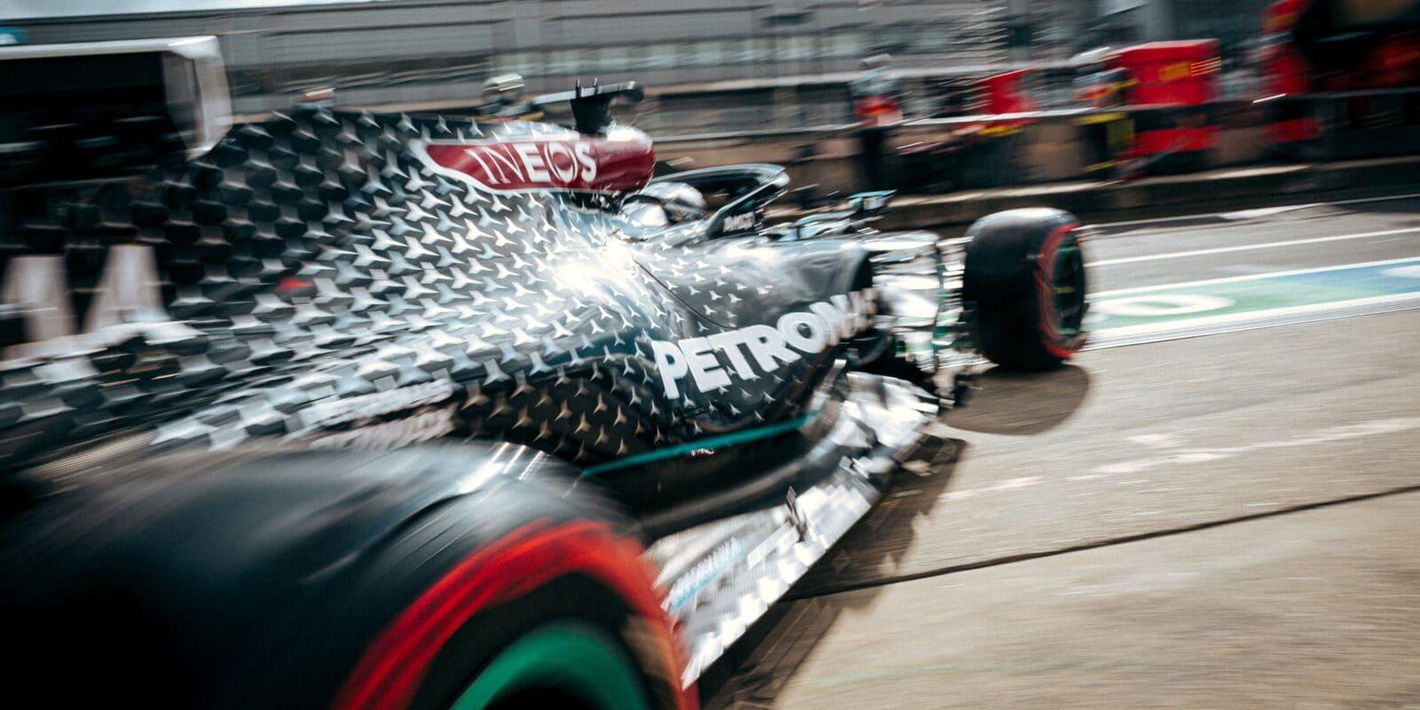 Brzké oslavy titulu pro Mercedes v Portugalsku