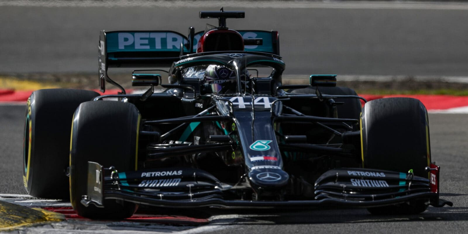 Pod Nürburgem vyhrál Hamilton, Ricciardo na pódiu!