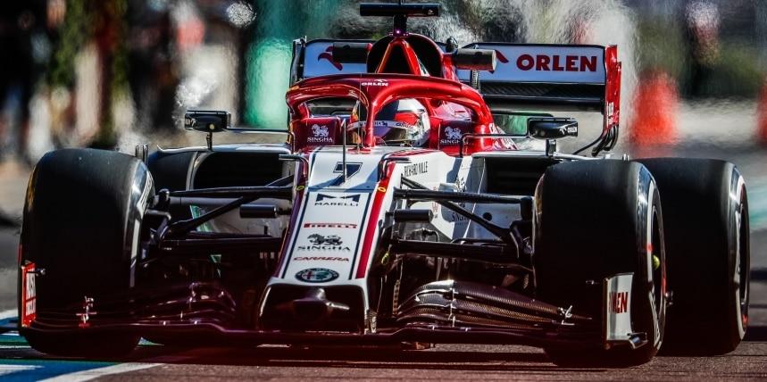 Kimi Räikkönen ukázal, že to v sebe stále má