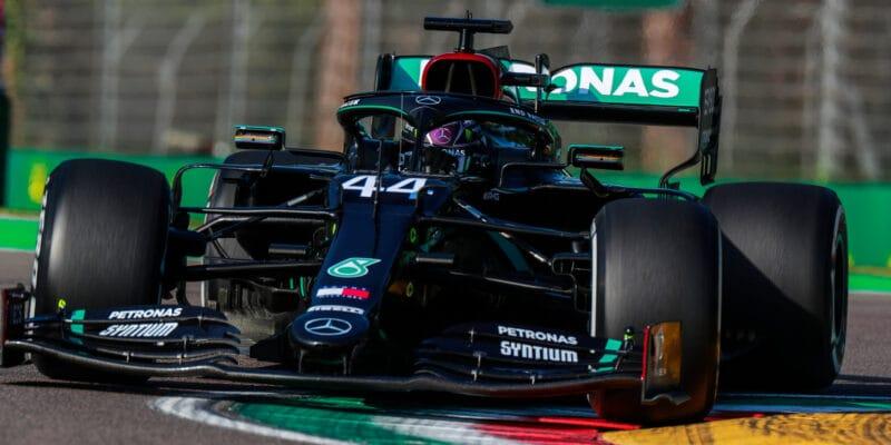 VC Emilia-Romagna vyhrál Hamilton, Verstappen měl defekt