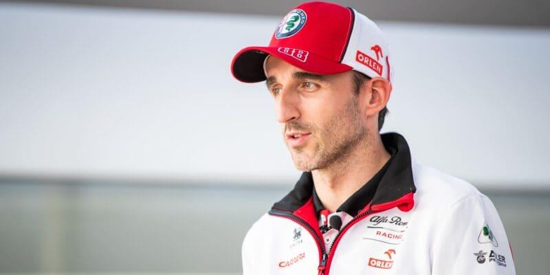 Kubica usedne za volant Alfy Romeo v tréninku na VC Bahrajnu