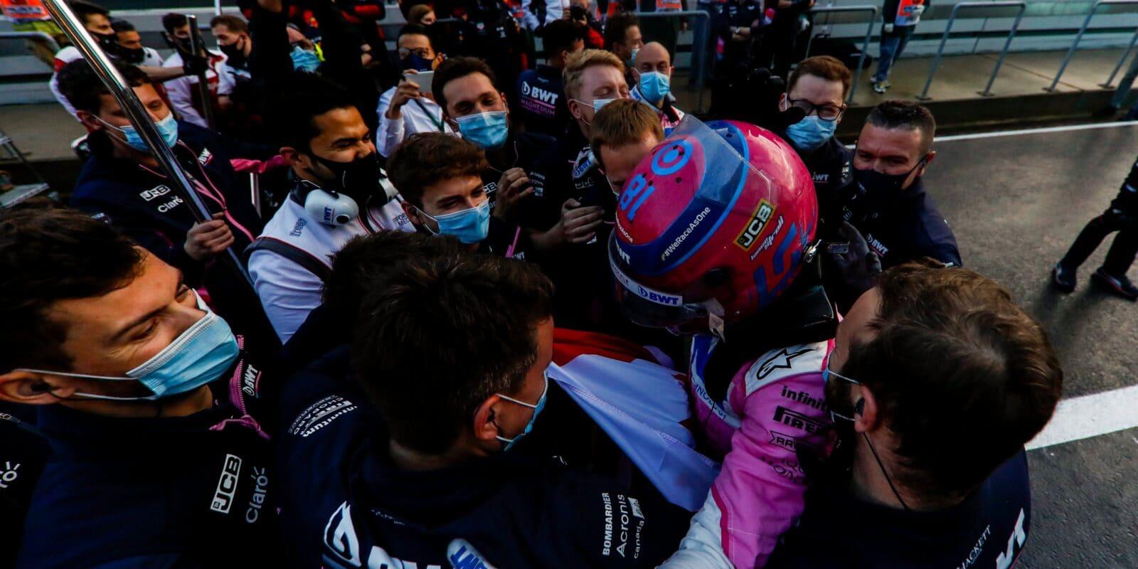 Stroll v šoku z pole position, Pérez neměl dost místa
