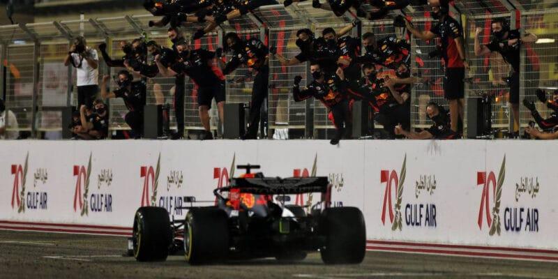Red Bull po třech letech na stupních vítězů s oběma vozy