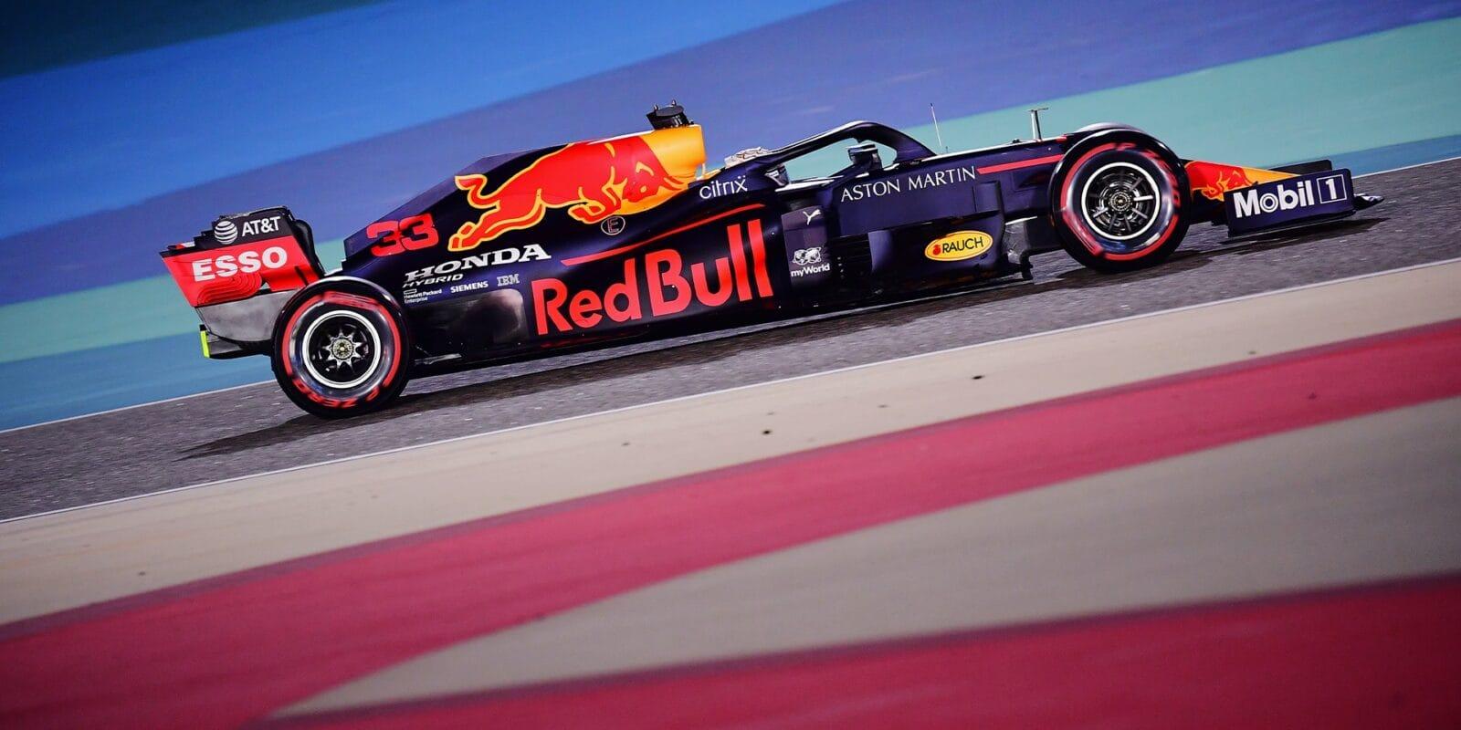 Red Bull doufá, že zítra dokáže bojovat s mercedesy