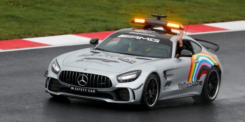 Mercedes a Aston Martin se budou dělit o safety car