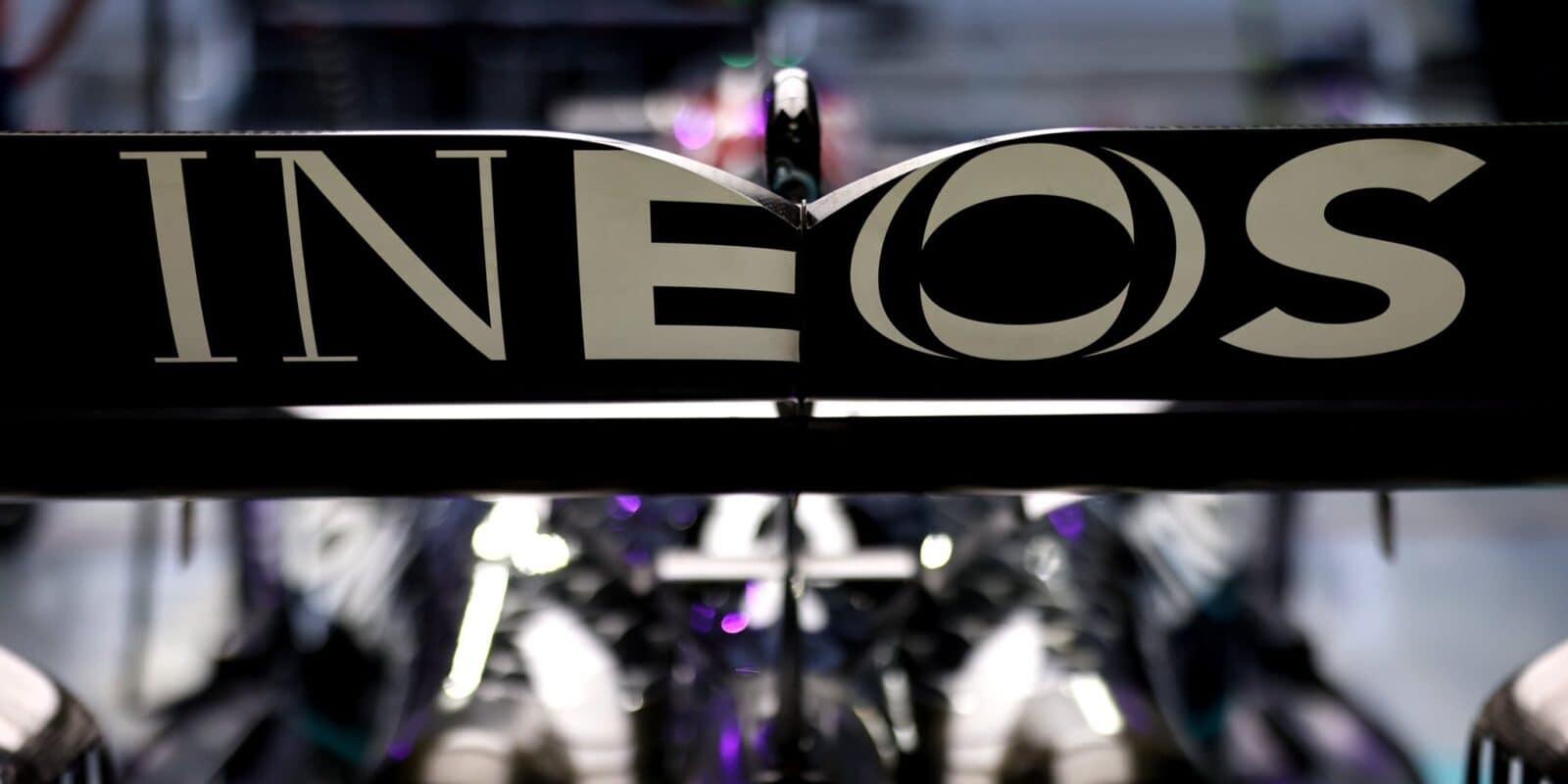 INEOS koupil podíl akcií Mercedesu, Wolff zůstane šéfem