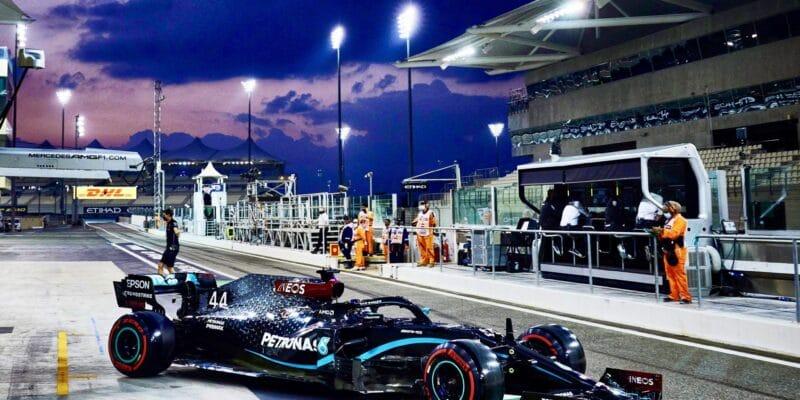 Hamilton se fyzicky trápil během závodu v Abú Zabí po zotavení z covidu-19