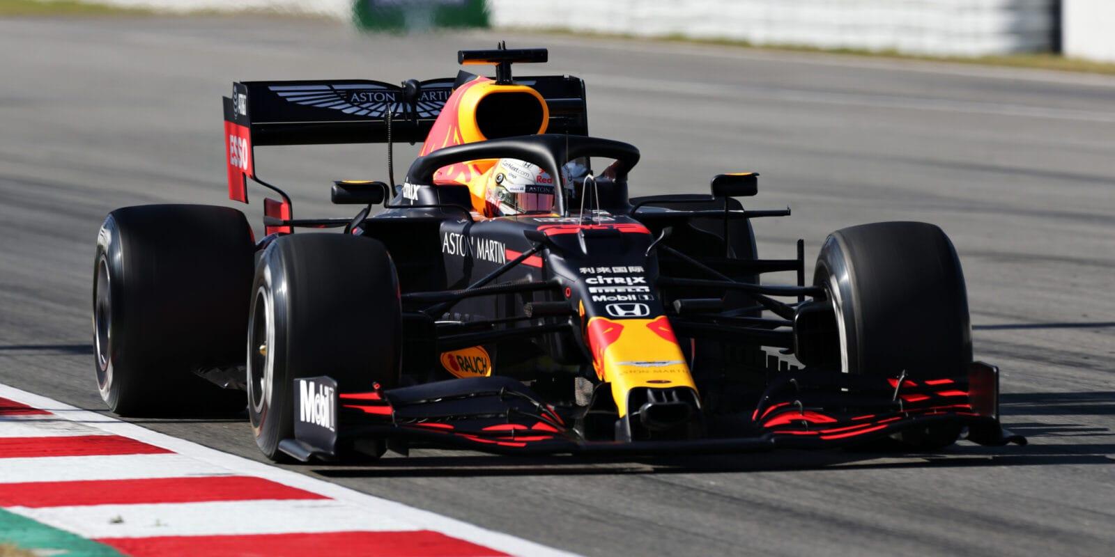 Poklidný první trénink patří Verstappenovi