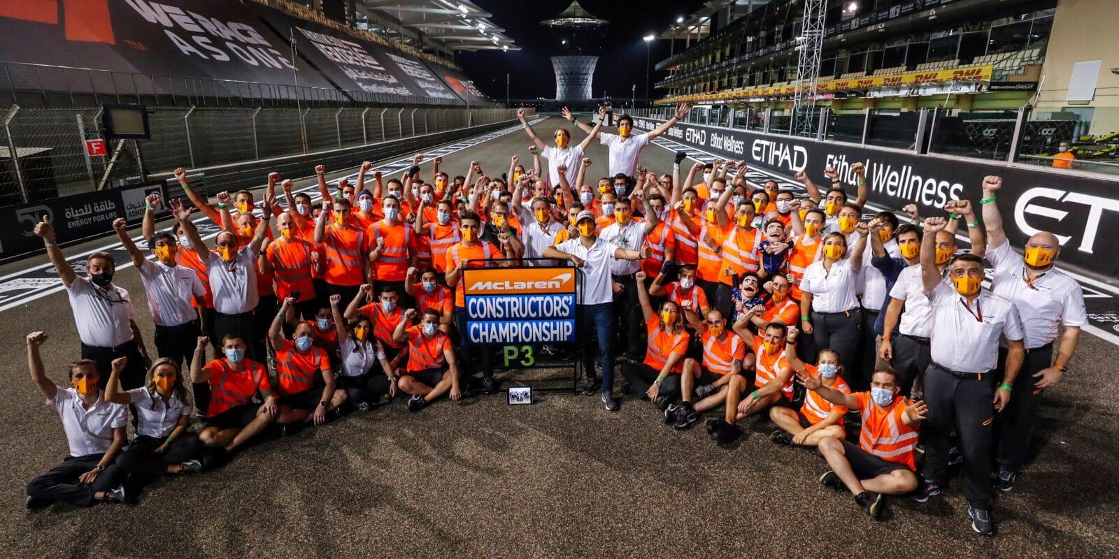 Sainzovi je odpuštěno, McLaren si vybojoval 3. místo v Poháru konstruktérů