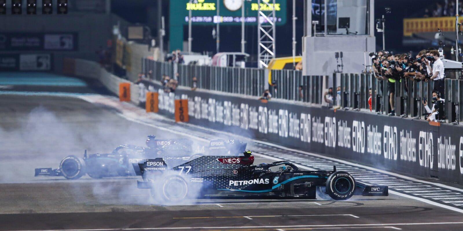 """Mercedes měl v Abú Zabí snížený výkon motorů, """"dávalo by to smysl"""""""