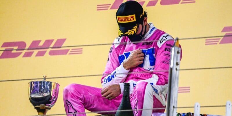 Pérez doufá, že nesní. Stroll si za chyby trhá vlasy