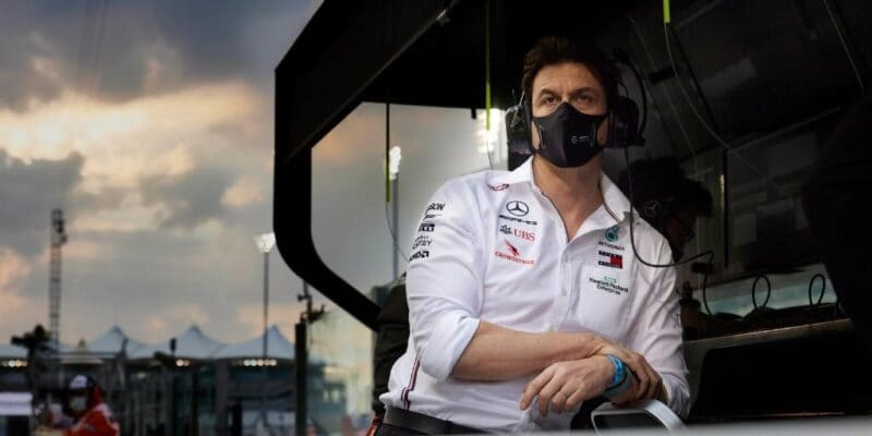 Bottas musel na řadu jako první, zní z Mercedesu